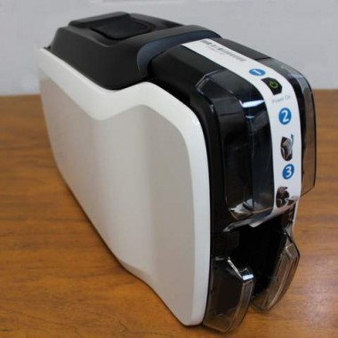 Impresora para tarjetas Zebra ZC100